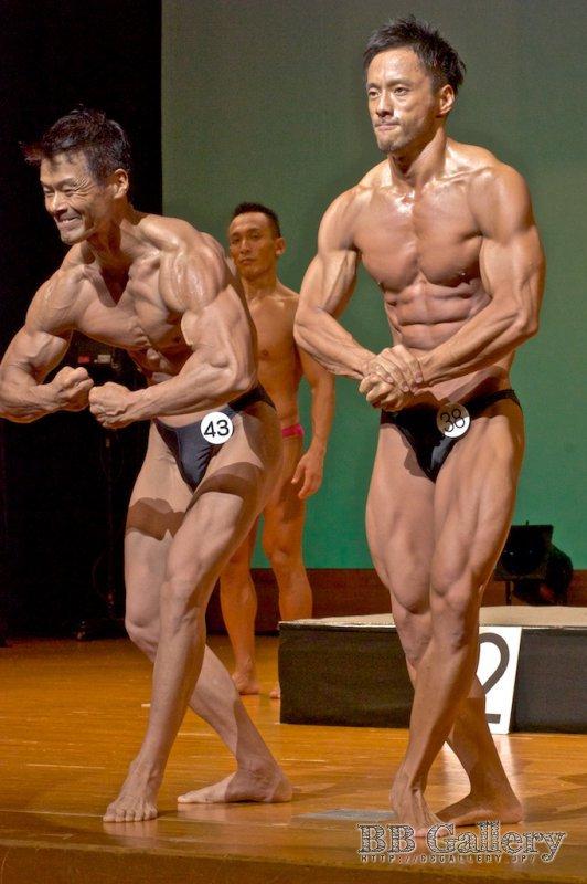 (43) 内山剛志(47才) (38) 関口貴夫(36才)